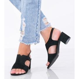 Czarne sandały na niskim słupku Buenna 1