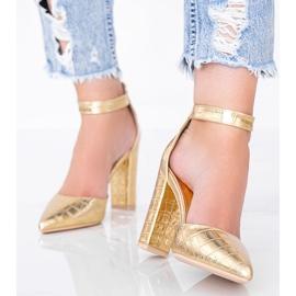 Złote czółenka na słupku w motywie skóry krokodyla Glamour złoty 1