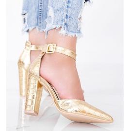 Złote czółenka na słupku w motywie skóry krokodyla Glamour złoty 2