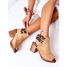 Zamszowe Sandały Na Słupku Lu Boo Camel Leopard brązowe 1