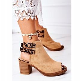 Zamszowe Sandały Na Słupku Lu Boo Camel Leopard brązowe 4