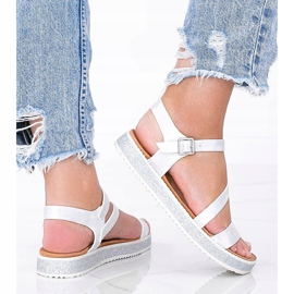 Srebrne błyszczące sandały damskie Peaches białe srebrny 1