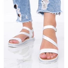 Srebrne błyszczące sandały damskie Peaches białe srebrny 2