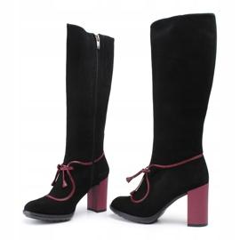 Marco Shoes Skórzane kozaki z czarnego zamszu z fioletowym obcasem oraz fioletowymi wstawkami fioletowe 3