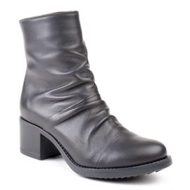 Marco Shoes Wygodne botki z czarnej skóry z marszczeniem 1