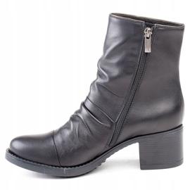 Marco Shoes Wygodne botki z czarnej skóry z marszczeniem 2