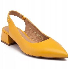 Marco Shoes Żółte sandały ze skóry z ozdobnymi jetami 1