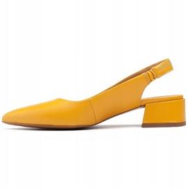 Marco Shoes Żółte sandały ze skóry z ozdobnymi jetami 2
