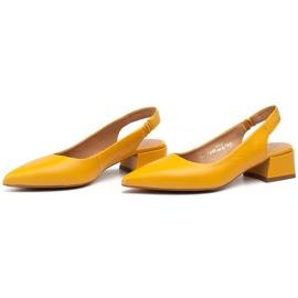 Marco Shoes Żółte sandały ze skóry z ozdobnymi jetami 3