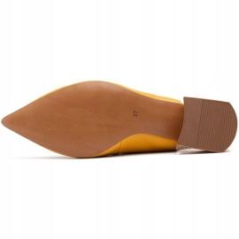 Marco Shoes Żółte sandały ze skóry z ozdobnymi jetami 7