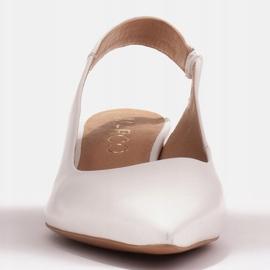 Marco Shoes Białe sandały z jetami 2