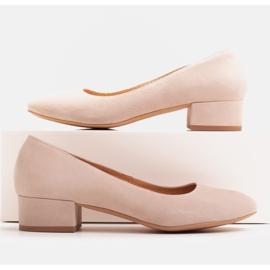 Radoskór Klasyczne beżowe czółenka damskie na szerszą stopę beżowy 1