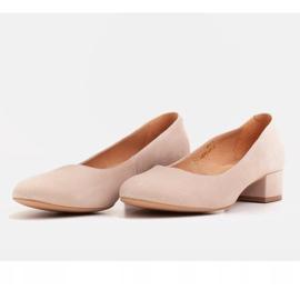 Radoskór Klasyczne beżowe czółenka damskie na szerszą stopę beżowy 4