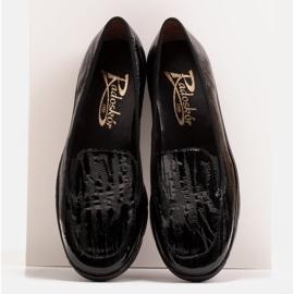 Radoskór Wygodne czarne mokasyny damskie na szerszą stopę 2