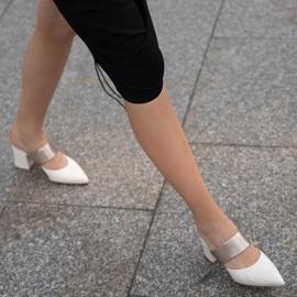 Marco Shoes Eleganckie klapki damskie na lato beżowy białe 1
