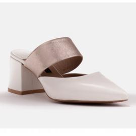 Marco Shoes Eleganckie klapki damskie na lato beżowy białe 2