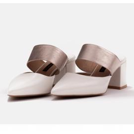 Marco Shoes Eleganckie klapki damskie na lato beżowy białe 7