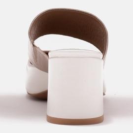 Marco Shoes Eleganckie klapki damskie na lato beżowy białe 4