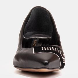 Marco Shoes Czarne czółenka na niskim obcasie, ozdoba z jetami 3