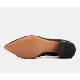 Marco Shoes Czarne czółenka na niskim obcasie, ozdoba z jetami 8