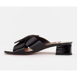 Marco Shoes Eleganckie klapki damskie ze wstążką czarne 3