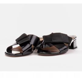 Marco Shoes Eleganckie klapki damskie ze wstążką czarne 5