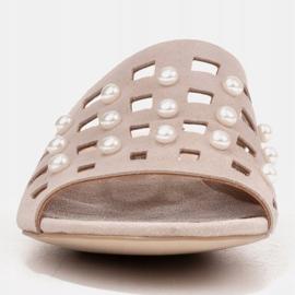 Marco Shoes Eleganckie klapki damskie z perłami i perforacją beżowy 2