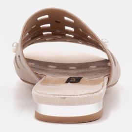 Marco Shoes Eleganckie klapki damskie z perłami i perforacją beżowy 4