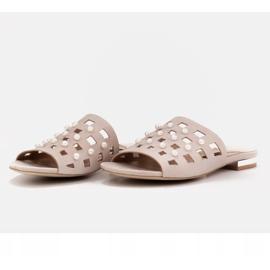 Marco Shoes Eleganckie klapki damskie z perłami i perforacją beżowy 5