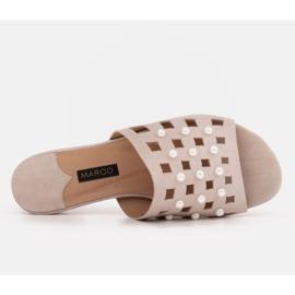 Marco Shoes Eleganckie klapki damskie z perłami i perforacją beżowy 6