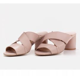 Marco Shoes Skórzane klapki damskie ze skóry w pocięte pasy beżowy 5