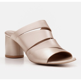 Marco Shoes Klapki damskie ze skóry, pocięte pasy złoty 2