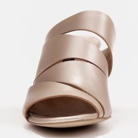 Marco Shoes Klapki damskie ze skóry, pocięte pasy złoty 3