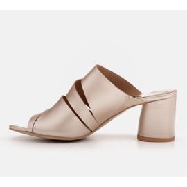 Marco Shoes Klapki damskie ze skóry, pocięte pasy złoty 4