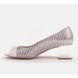 Marco Shoes Czółenka damskie w metaliczne paski z otwartym przodem białe srebrny 3