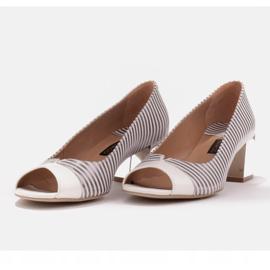 Marco Shoes Czółenka damskie w metaliczne paski z otwartym przodem białe srebrny 5