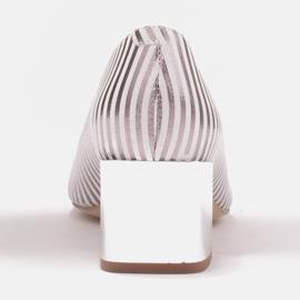 Marco Shoes Czółenka damskie w metaliczne paski z otwartym przodem białe srebrny 4
