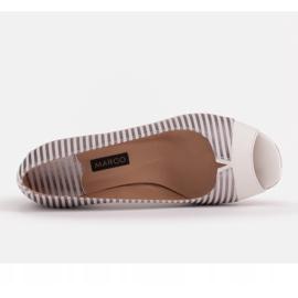 Marco Shoes Czółenka damskie w metaliczne paski z otwartym przodem białe srebrny 6