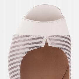 Marco Shoes Czółenka damskie w metaliczne paski z otwartym przodem białe srebrny 8