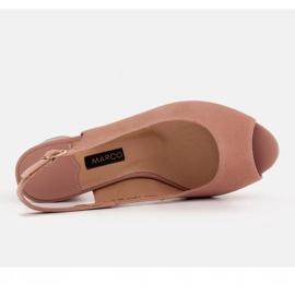 Marco Shoes Eleganckie sandały damskie z metalicznym akcentem różowe 6