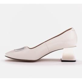 Marco Shoes Czółenka z metalicznym obcasem i płaską ozdobą chromowaną białe 2
