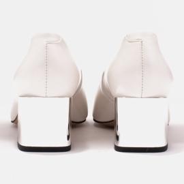 Marco Shoes Czółenka z metalicznym obcasem i płaską ozdobą chromowaną białe 4