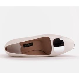 Marco Shoes Czółenka z metalicznym obcasem i płaską ozdobą chromowaną białe 6