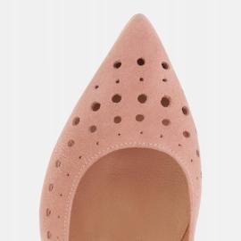 Marco Shoes Czółenka damskie z ciekawą perforacją różowe 9