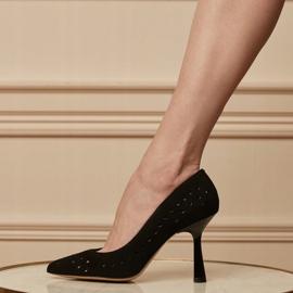 Marco Shoes Szpilki z naturalnego zamszu z ozdobną perforacją czarne 1