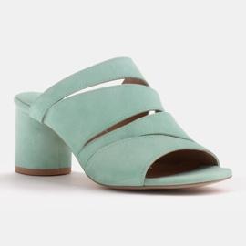 Marco Shoes Klapki damskie ze skóry, pocięte pasy zielone 1