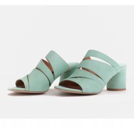 Marco Shoes Klapki damskie ze skóry, pocięte pasy zielone 7