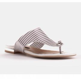 Marco Shoes Płaskie sandały z lakieru i metalicznym obcasem białe srebrny 2