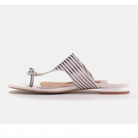 Marco Shoes Płaskie sandały z lakieru i metalicznym obcasem białe srebrny 3