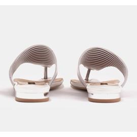 Marco Shoes Płaskie sandały z lakieru i metalicznym obcasem białe srebrny 5